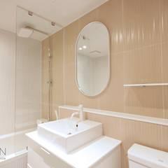 부산 베이직하고 심플한 인테리어 디자인: 로하디자인의  욕실,모던