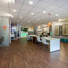 ontwerp optiekzaak:  Kantoor- & winkelruimten door Dit is Ilse interieuradvies, Modern