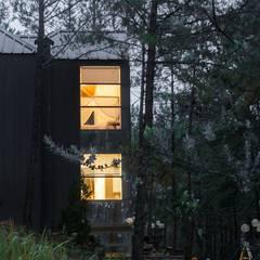 Biệt thự nghỉ dưỡng dalat:  Nhà by CÔNG TY THIẾT KẾ NHÀ ĐẸP SANG TRỌNG CEEB, Hiện đại