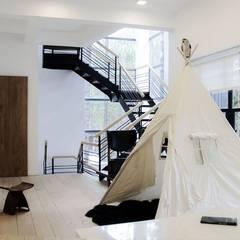 Biệt thự nghỉ dưỡng dalat:  Phòng giải trí by CÔNG TY THIẾT KẾ NHÀ ĐẸP SANG TRỌNG CEEB