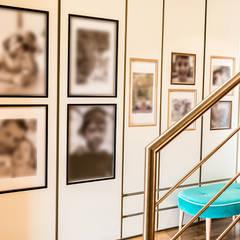 Moradia em Miramar - SHI Studio Interior Design: Escadas  por SHI Studio, Sheila Moura Azevedo Interior Design,Moderno