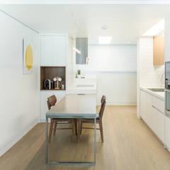 새터마을 모아미래도 25평 아파트 인테리어: 모아디랩의  주방,