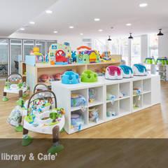 서초 서리풀광장 장남감 도서관 (2018): 한성모듈러(주)의  전시장,인더스트리얼