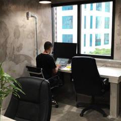 Study/office by HCA - ARQUITETURA E URBANISMO