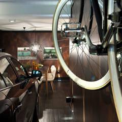 Garage/shed by Luiz Sentinger,