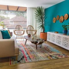 Proyecto Luisa y Julian: Salas de estilo  por Casa de Tres, Rústico