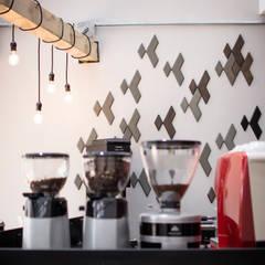 Arte Latte: Restaurantes de estilo  por FLUXUS ESTUDIO