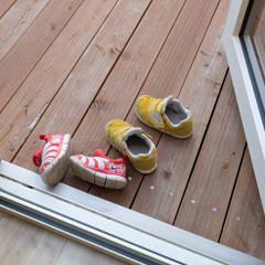 あばしりの家: エム・アンド・オーが手掛けたテラス・ベランダです。,北欧