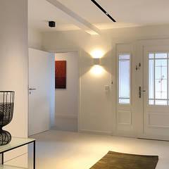 Luxe woonhuis:  Gang en hal door ZO ingericht