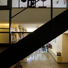 Tangga oleh Kamat & Rozario Architecture, Tropis Metal
