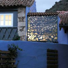 Balcón de estilo  por DSol Studio de Arquitectura + Arte, Rústico Piedra