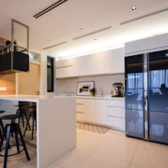 Project Icon Residenz:  Built-in kitchens by The Chemistry Design Studio
