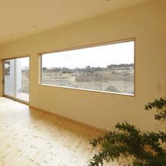 ふたつの屋根の家: 一級建築士事務所あとりえが手掛けた窓です。