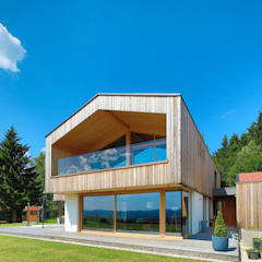 Wooden houses by BRUNTHALER Massivholzhaus,