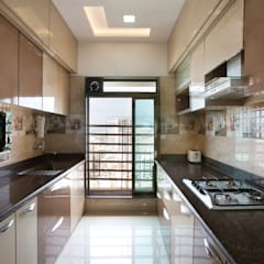 MR.LALIT SHARMA'S RESIDENCE IN KHARGHAR:  Kitchen units by DELECON DESIGN COMPANY