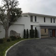 Casas unifamiliares de estilo  por houseda,