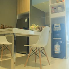 Lexington apartment: Ruang Makan oleh POWL Studio,