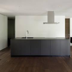 060軽井沢Kさんの家: atelier137 ARCHITECTURAL DESIGN OFFICEが手掛けたシステムキッチンです。
