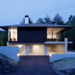 060軽井沢Kさんの家: atelier137 ARCHITECTURAL DESIGN OFFICEが手掛けた別荘です。,モダン 木 木目調