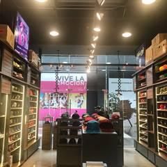 Hats Depot Puebla: Espacios comerciales de estilo  por Estudio Dual