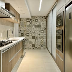 Kitchen units by Carolina Fagundes - Arquitetura e Interiores, Classic