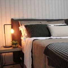 Dormitorios pequeños de estilo  por Carolina Fagundes - Arquitetura e Interiores
