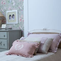 Girls Bedroom by Carolina Fagundes - Arquitetura e Interiores, Classic