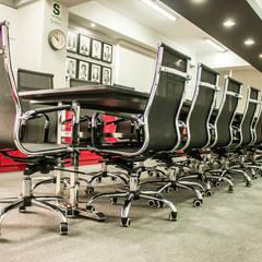 Cámara de Comercio e Industria Peruano Japonesa: Oficinas de estilo  por Kaizen Arquitectos