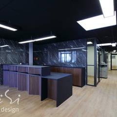 Rénovation, design et agencemement d'une etude notariale en région parisienne.: Bureaux de style  par Alessandra Pisi / Pisi Design Architectes