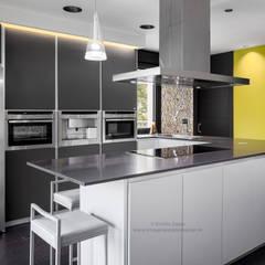 وحدات مطبخ تنفيذ arQmonia estudio, Arquitectos de interior, Asturias,
