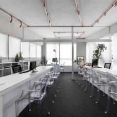 Office buildings by ESTÚDIO DC55