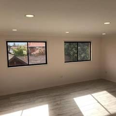 Proyecto de adecuación de terraza y salón de Yoga.: Pisos de estilo  por Constructora Crowdproject