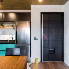 Small kitchens by Estúdio Ventana