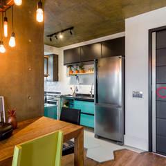 Cocinas pequeñas de estilo  por Estúdio Ventana