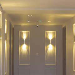 CONSTRUCTORA PROYARCONST : Pasillos y vestíbulos de estilo  por CARDONA & ACEVEDO ARQUITECTOS ,