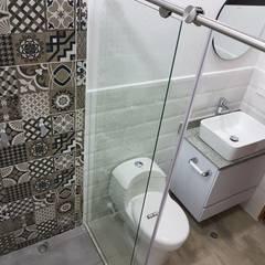 Remodelación de baño: Baños de estilo  por Remodelaciones Luján, Moderno