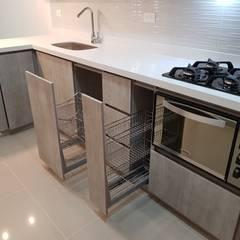 Built-in kitchens by Remodelaciones Luján