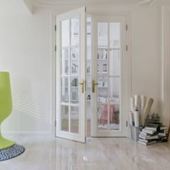 Inside doors by 理絲室內設計有限公司 Ris Interior Design Co., Ltd.,