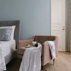 Small bedroom by 理絲室內設計有限公司 Ris Interior Design Co., Ltd., Classic پلائیووڈ