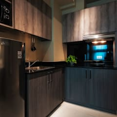Warm & Cozy - The Symphony Tower 2 (QC):  Small kitchens by MVRX Designs