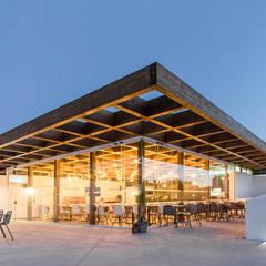 Pé no Monte Fase II Casas mediterrânicas por [i]da arquitectos Mediterrânico Madeira Acabamento em madeira