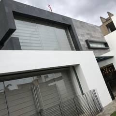 Single family home by AMSR ARQUITECTOS en Málaga, Minimalist