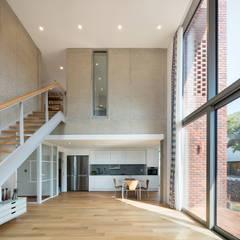 파주 서패동 단독주택: 큐제이아키텍쳐 QJARCHITECTURE의  거실,모던 콘크리트