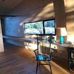 Ampliacion Feal Estudios y oficinas modernos de LOI Arquitectura Moderno
