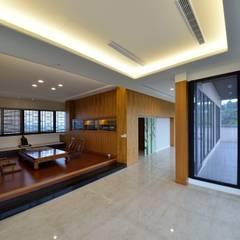 بلكونة أو شرفة تنفيذ 台中室內建築師|利程室內外裝飾 LICHENG