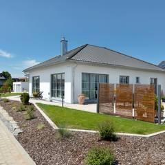 Front yard by TALBAU-Haus GmbH