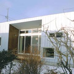 3断面の家: PODAが手掛けたベランダです。