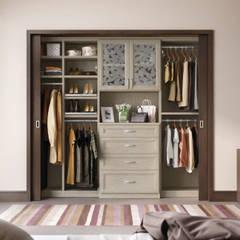 Clósets Personalizados: Recámaras de estilo  por California Closets