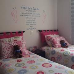 PROYECTO VIVIENDA: Habitaciones para niñas de estilo  por KAYROS ARQUITECTURA DISEÑO INTERIOR, Moderno