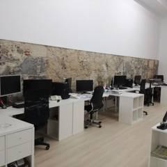 Oficinas y tiendas de estilo  por O2 eStudio BIM arquitectos S.L.P